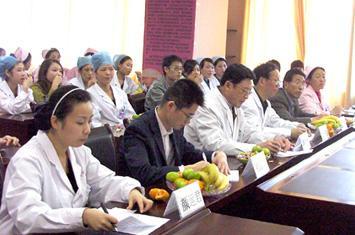 重庆华西妇科医院护士服务礼仪表演赛